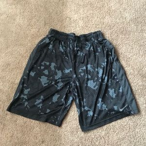 Gray and black camo Nike dri fit shorts! Size XL